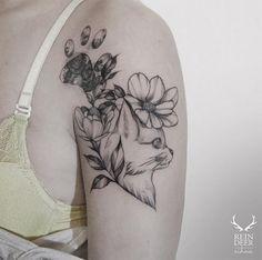#tattoofriday - tatuagens botânicas por Zihwa Tattooer, Coréia do Sul; Love Tattoos, Beautiful Tattoos, Tattoos For Women, Tatoos, Piercing Tattoo, Piercings, Deer Tattoo, Cat Tattoo, Blackwork