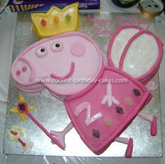 Coolest Peppa Pig Cake: I decided to make a Peppa Pig cake for my daughters birthday as she is obsessed with anything Peppa Pig related! In the past I had baked sponges but - DIY Project Idea Peppa Pig Birthday Cake, Cool Birthday Cakes, 4th Birthday Parties, 2nd Birthday, Birthday Ideas, Cumple Peppa Pig, Cake Templates, Baby Shower, Party Cakes