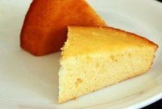 Recette de base du gâteau au yaourt. Je le customise souvent avec des restes de fruits et moins de sucre.