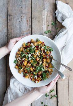 Warm marinaded pumpkin, quinoa and pomegranate salad Pumpkin Quinoa, Pumpkin Salad, Vegetarian Recipes, Healthy Recipes, Healthy Food, Vegan Soups, Savoury Recipes, Vegan Meals, Eating Healthy