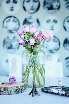 Ruusuja -asetelmassa Baby Room, Glass Vase, Vintage Fashion, Flooring, Table Decorations, Rose, Interior, Home Decor, Pink