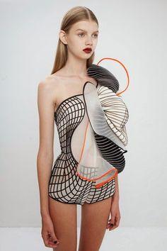 Noa Raviv: haz espacio en tu guardarropa...llega la moda 3D ¡Precioso!