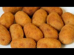 Try our spicy southern smoked salmon croquettes recipe today. These smoked salmon croquettes are easy to prepare and taste fantastic. Chicken Croquettes, Croquettes Recipe, Salmon Croquettes, Les Croquettes, Chicken Patties, Fish Recipes, Chicken Recipes, Papier Absorbant, Good Food