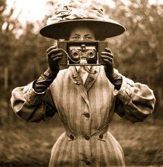 Pioneering Female Photographers: Interesting Portraits of Victorian Women Behind Their Cameras ~ vintage everyday Vintage Photos Women, Antique Photos, Vintage Pictures, Vintage Photographs, Vintage Images, Old Photos, Old Pictures, Taking Pictures, Vintage Abbildungen