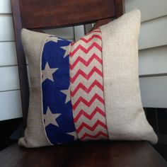 of July (American Flag) Burlap Accent Effortless Craft Decorations for of July Patriotic Crafts, July Crafts, Fourth Of July Decor, 4th Of July, Decor Crafts, Craft Decorations, Craft Ideas, Decorating Ideas, American Flag Quilt