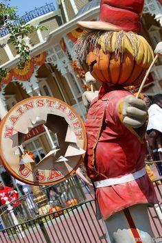 Magic Kingdom Halloween decorations 2013 - Photo 9 of 40