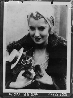 Jeanette MacDonald with her cat, Pussums, 1932