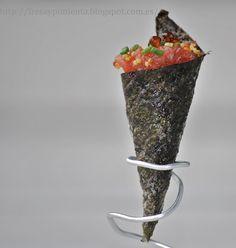 Cucurucho crujiente de alga nori con tartar de atún.