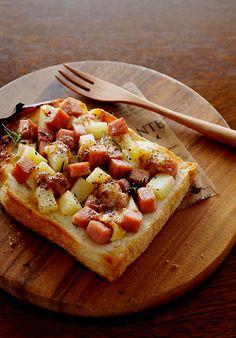 Toast with potatoes, spam, and chili mayo