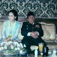 """TIDAK lama setelah Bung Karno meninggal, saya terima surat dari seorang teman. Teman ini sangat marah kepada si Pemimpin Besar Revolusi. Ia ikut aktif dalam penghancuran terhadap Demokrasi Terpimpin, karena merasa kedua-duanya otoriter, merusak ekonomi Indonesia, melaratkan orang kecil, dan … <a href=""""http://indoprogress.com/2016/03/bung-karno-dan-bahaya-pemfosilan/"""">Continued</a>"""