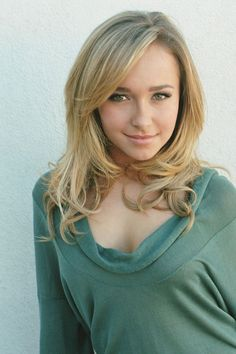 Are you looking for a ideas on how to get a great ash blonde hair color? Ash hair color is one of the coolest hair tones. Check out these free tips when choosing the best ash blonde hair products. Hayden Panettiere, Ash Blonde Hair Dye, Dyed Hair, Blonde Color, Dark Blonde, Short Hairstyles For Women, Wig Hairstyles, Looks Pinterest, Lace Hair