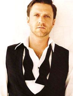 Raul Esparza. my slightly older imaginary celebrity boyfriend. (it's important to have variety on this list)