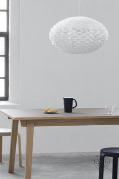 This self-assembled product is crafted from pieces of white lamp shade foil. Each piece beautiful bends into a ribbon-like form surrounding this decorative pendant. Straightforward to assemble this Scandinavian fitting does not require tools or glue. When switched on this pendant casts a sculptural light effect on nearby surfaces. #scandinavian #lighting #scandinaviqndesign #lightingdesign #scandi #pendant #pendantlighting #interiorpendant #scandinavianinterior #danishdesign #danishinterior Shop Lighting, Lighting Design, Pendant Lighting, Scandinavian Lighting, Scandinavian Interior, Danish Interior, White Lamp Shade, Nordic Design, White Ribbon