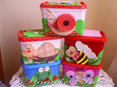 POTES DE SORVETES DECORADOS LINDOS.... Kids Crafts, Foam Crafts, Diy And Crafts, Arts And Crafts, Upcycled Crafts, Valentines Day Package, Ice Cream Containers, Diy Recycle, Gifts For Kids