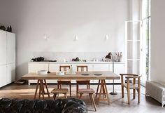 Jag har bloggat om det här minimalistiska köket och rummen förut med hänvisning till den perfekta enkelheten signerad DRDH Architects. Och den här lägenheten är verkligen en av de vackraste jag vet. S