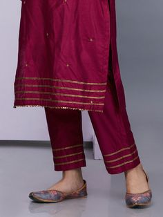 Maroon Silk Kurta with Pants - Set of 2 Silk Kurti Designs, Kurta Designs Women, Salwar Designs, Kurti Designs Party Wear, Blouse Designs, Dress Designs, Lehenga Designs, Pakistani Fashion Casual, Pakistani Dresses Casual