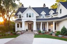 Beautiful white exterior! This weeks favorites are up on Beckiowens.com. @greatneighborhoodhomes via @homebunch""