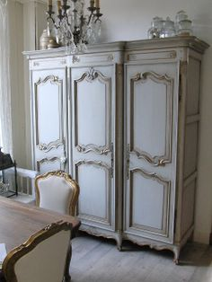 The place where you will get every type of bedroom furniture armoire and also every furniture for your home. Chalk Paint Wardrobe, Painted Wardrobe, French Furniture, Painted Furniture, Bedroom Furniture, Steel Furniture, French Interior Design, Contemporary Interior Design, French Decor