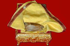 Isto é interessante. Na Índia, uma das relíquias mais reverenciados é um dente de Buda.