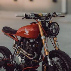 Suzuki Cafe Racer, Cafe Racer Bikes, Cafe Racer Motorcycle, Motorcycle Design, Cafe Racers, Honda Supermoto, Honda Dominator, Ducati Scrambler, Honda Xr400