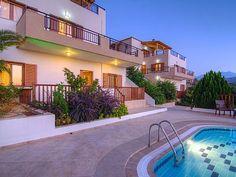 Rethymno villa rental - Villa Eleni-aspect of the building! Villas, Mansions, House Styles, Building, Holiday, Home, Vacations, Manor Houses, Buildings