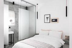 Легкая минималистская квартира в самом центре Тель-Авива, Израиль была спроектирована дизайнерами интерьера Yael Perry и Dafna Gravinsky в сотрудничестве с архитектором Amir Navon