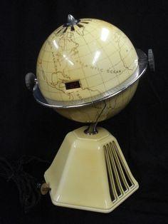 Vintage 1933 Raymond Loewy New World Colonial Globe Radio Art Deco Bakelite Map