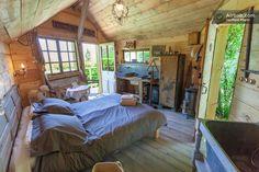 A pretty cabin in the garden in Sainte-Foy-lès-Lyon