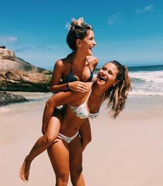 Learn the truth about beach poses in the next 60 seconds 5 Best Friend Pictures, Bff Pictures, Friend Pics, Sister Beach Pictures, Cute Summer Pictures, Summer Photos, Summer Goals, Best Friend Goals, Best Friends Forever