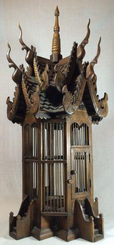 ARTE ORIENTAL-belissima gaiola em madeira TEKA,em forma de pagode tailandes,adaptada para luminaria.