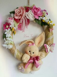 Profumo di primavera by Laura Tosi www.facebook.com/fattoconamorelaura #cucitocreativo #wreath #fuoriporta #pasqua #lovehandmade #handmadewhitlove #handmade #coniglietto #sweet #creativemamy #roses