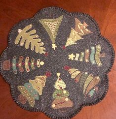Penny Rug Patterns, Wool Applique Patterns, Felt Applique, Christmas Applique, Christmas Sewing, Felt Christmas, Felted Wool Crafts, Felt Crafts, Tour Eiffel