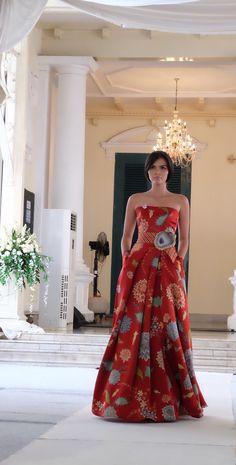 Batik Tulis dress in 'Uri Uri' fashion show by Didi Budiardjo