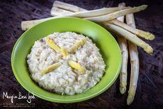 Il risotto con asparagi è un primo piatto tipico della stagione primaverile. E' ottimo sia preparato con gli asparagi bianchi che con quelli verdi. Qui propongo la ricetta con cottura in pentola a pressione: perfetta per chi ha i minuti contati. Oatmeal, Grains, Breakfast, Recipes, Food, The Oatmeal, Morning Coffee, Rolled Oats, Eten