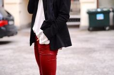 Street Style | Red Leather Pants, T and Blazer