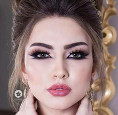 Arabic Make up Glamorous Makeup Looks For The Arab Bride - Arabia Weddings Bridal Makeup Looks, Wedding Makeup, Arabian Makeup, Long Lasting Eyeliner, Batons Matte, Make Up Braut, Perfect Eyeliner, Eyeliner Tutorial, Arabic Makeup Tutorial