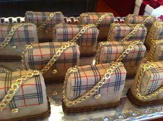 Bolsinhas de pão de mel. Burberry