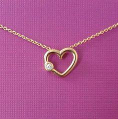 Mira este artículo en mi tienda de Etsy: https://www.etsy.com/mx/listing/285784439/14-kt-solid-gold-mini-heart-with-diamont