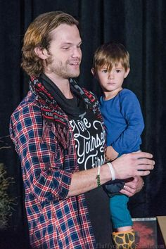 Jared and Shep. He looks so much like Gen! #SeaCon 2016. Photo by fluffycastiel