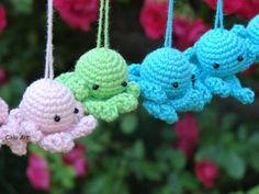 Calu Art: Bo warto pomagać Crocheting, Christmas Ornaments, Holiday Decor, Home Decor, Crochet, Decoration Home, Room Decor, Christmas Jewelry, Christmas Decorations
