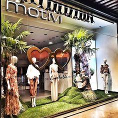 WEBSTA @ we_love_retail - 2017 | MOOI | ITALY | >Diseño italiano para una mujer con glamour, femenina y romántica.  >Italian design for a glamorous, feminine and romantic woman.#retail #windowdisplay #shoppers #weloveretail #visualmerchandising #arquiteturacomercial #motivi #italy
