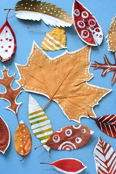 Autumn Art, Autumn Leaves, Easy Crafts For Kids, Diy For Kids, Bricolage Halloween, Leaf Crafts, Fall Deco, Painted Leaves, Tiger Tattoo Design