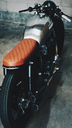 Honda CB550F 1975 Cafe Racer by Thirteen...