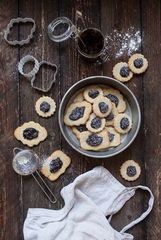 gluten-free & sugar-free christmas mince pie cookies with a plum jam heart by VANELJA.