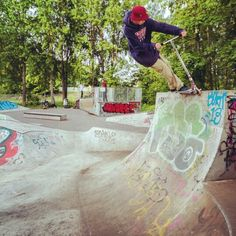 #urbanfoto #park #jandels #blunteuropa #swedish #scooter #shredder #urbanlifestyle #urbanfreestyle