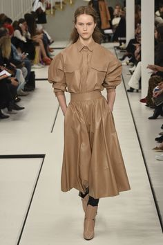 Tod's Fall 2017 Ready-to-Wear Fashion Show - Julie Hoomans
