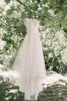 Vestido noiva // Wedding dress on a tree