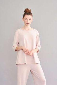 Damen Shirts, Kleider, Hosen und hochwertige Sweatshirtstyles in trendigen Schnitten - lässig, feminin mit dem Gewissen extra. Jetzt bei sego entdeck… Overall, Neue Trends, Outfit, Kimono, Normcore, Shirts, Design, Style, Fashion