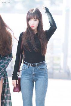 Gfriend And Bts, Gfriend Yuju, Kpop Fashion, Korean Fashion, Fashion Outfits, Blue Jean Outfits, Cute Japanese Girl, G Friend, Airport Style