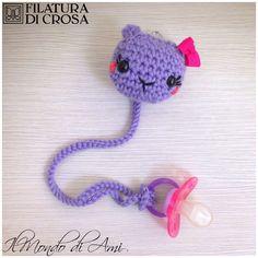 """Portaciuccio realizzato con filato """"Zara Plus"""" Filatura di Crosa #handmade #crochet #uncinetto #fattoamano #gatto #cat #filato #filaturadicrosa #zara #wool #lana #yarn #bimbi #baby #portaciuccio #ciuccio #pacifier #pacifierholder #amigurumi"""